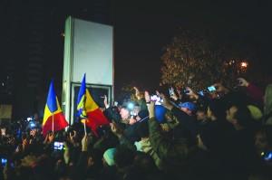 Sarbatorirea victoriei _Piata Universitatii_ foto Dragos Asaftei