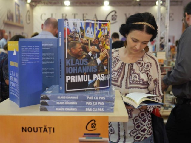 """Top Bookfest 2015: """"Primul pas"""" de Klaus Iohannis, cel mai căutat titlu"""