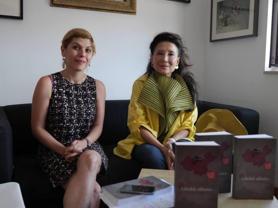 Alina Purcaru (Observator cultural) in timpul interviului cu Jung Chang