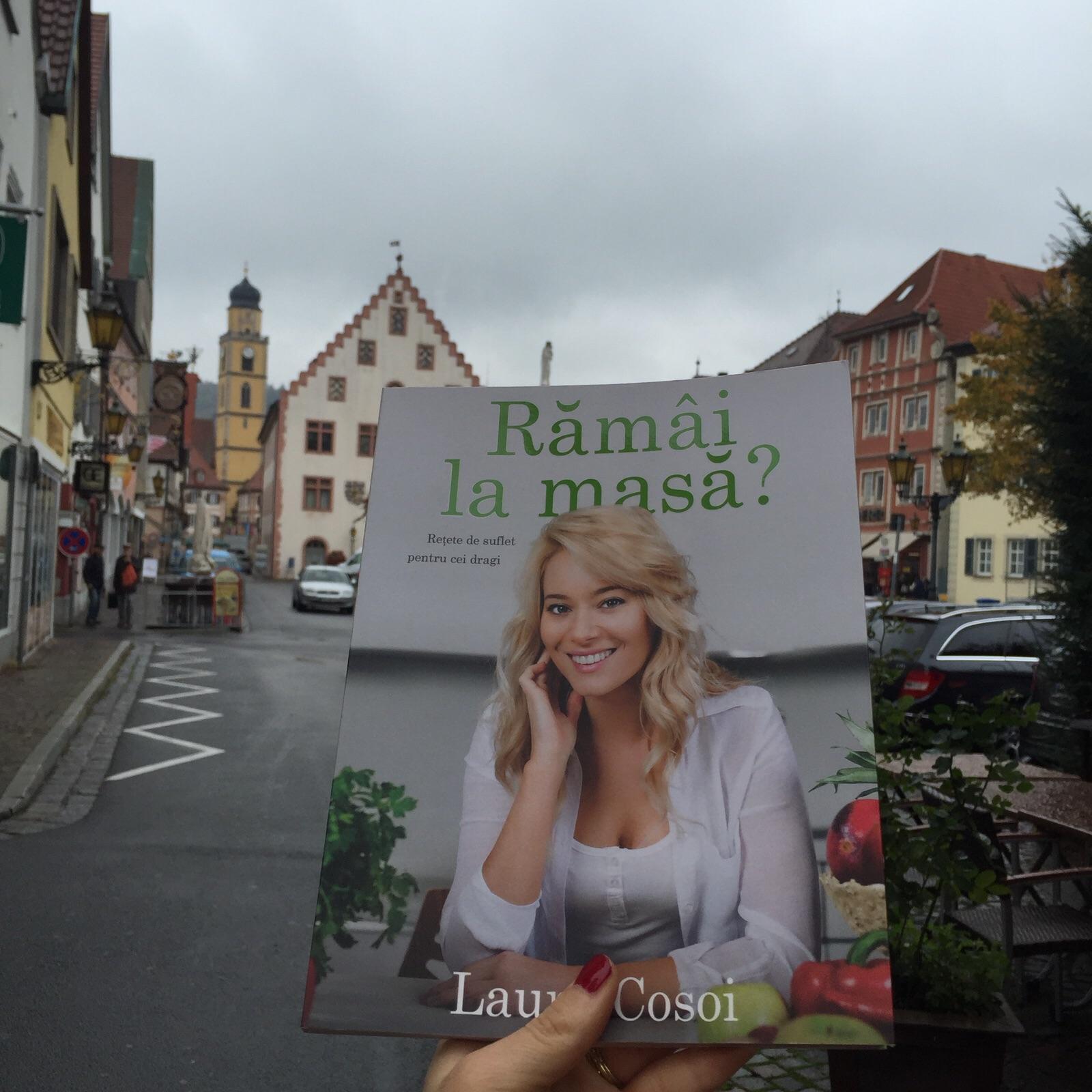 Laura Cosoi păşeşte pe covorul roşu al Târgului de Carte de la Frankfurt