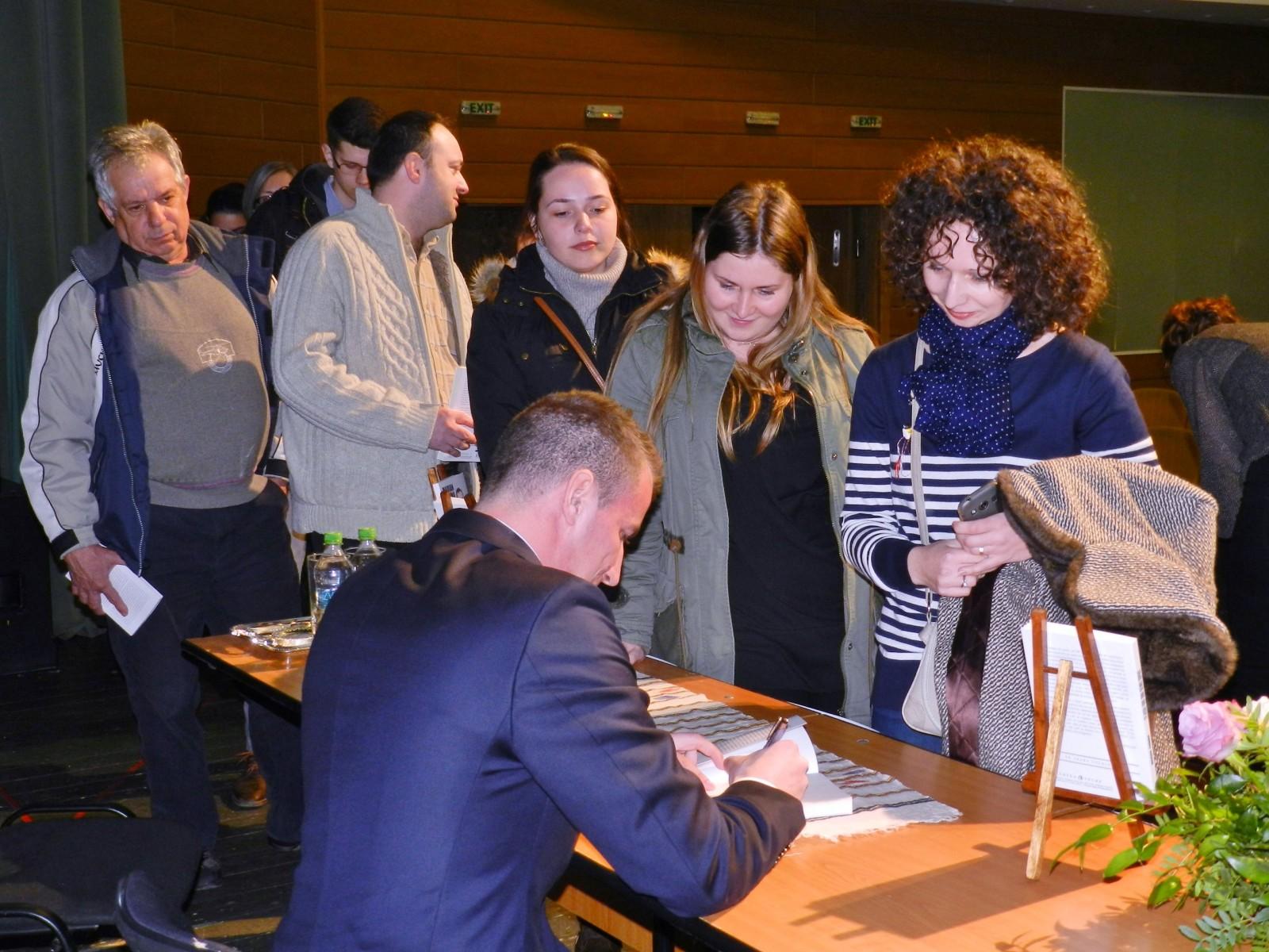 Polițistul Marian Godină, lansări de carte în Târgu Mureș, Iași, Deva, Sibiu