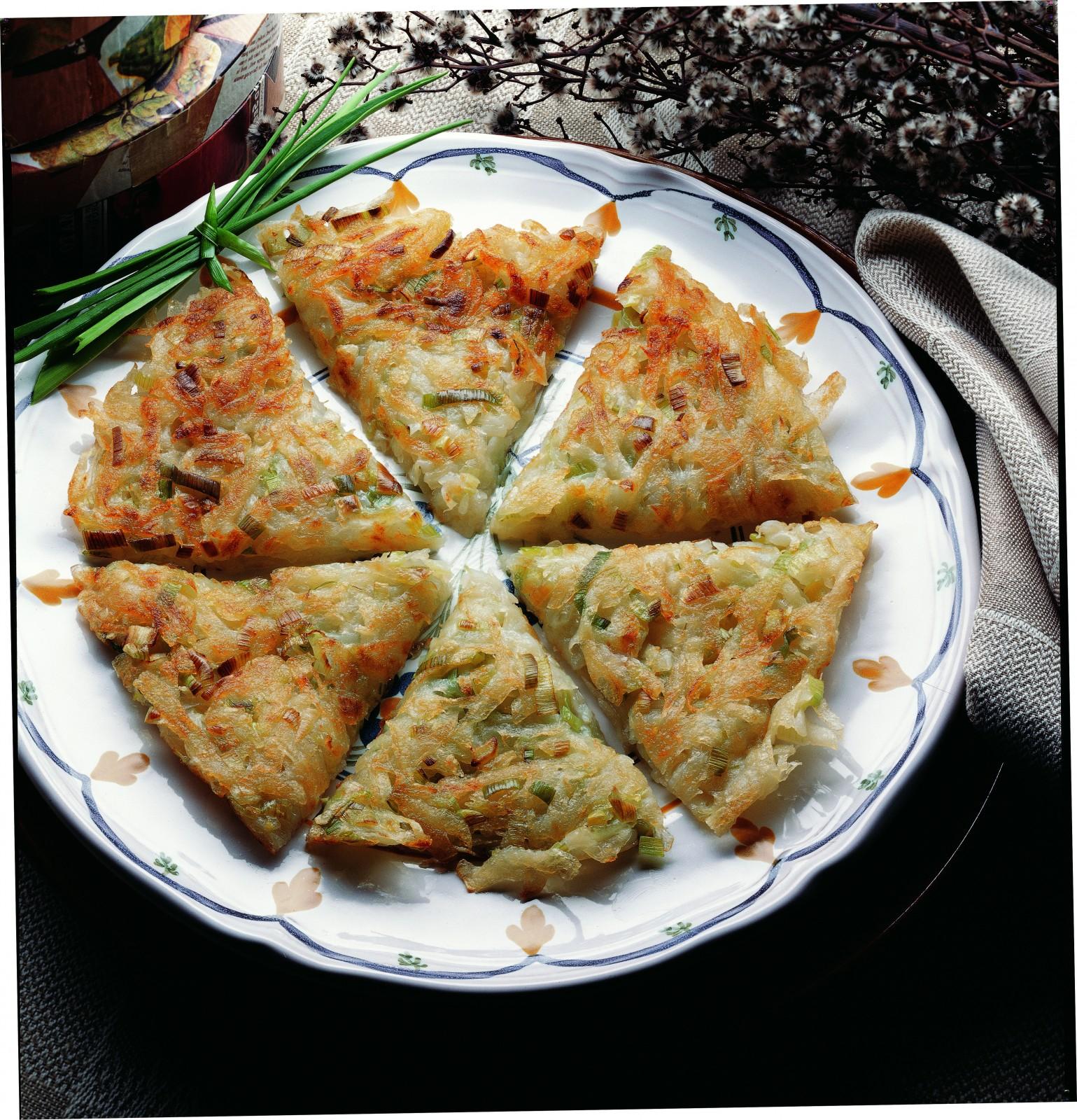 O rețetă de post delicioasă – Plăcintă din cartofi şi praz