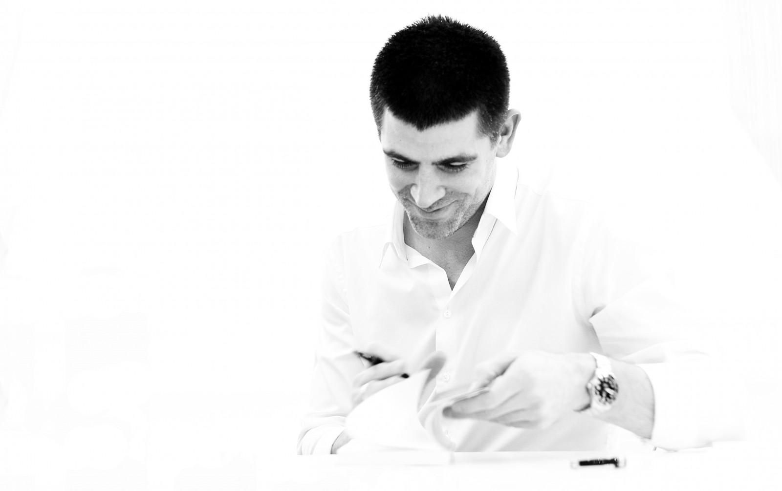 Dragoș Bucurenci – sesiune de autografe la The Woman pe 15 martie