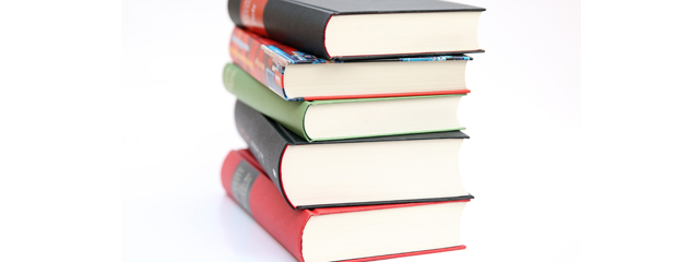 5 autori români contemporani pe care trebuie să îi citești