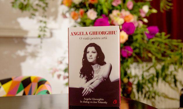 Lansarea biografiei Angelei Gheorghiu: La Teatrul Odeon, autografele s-au prelungit până târziu în noapte